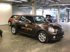 Fahrzeugbeschriftung mit Kunden-Logo