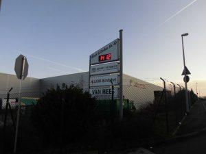 Werbepylon mit digitaler LED-Anzeige